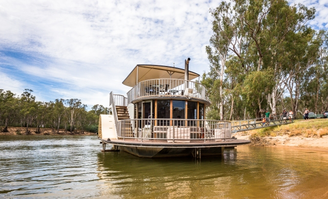 Sun Country on the Murray, Murray River, Sun Country Food Trail, Glenn Marshall, Glenn Marshall Travel Writer, Cobba Paddleboat