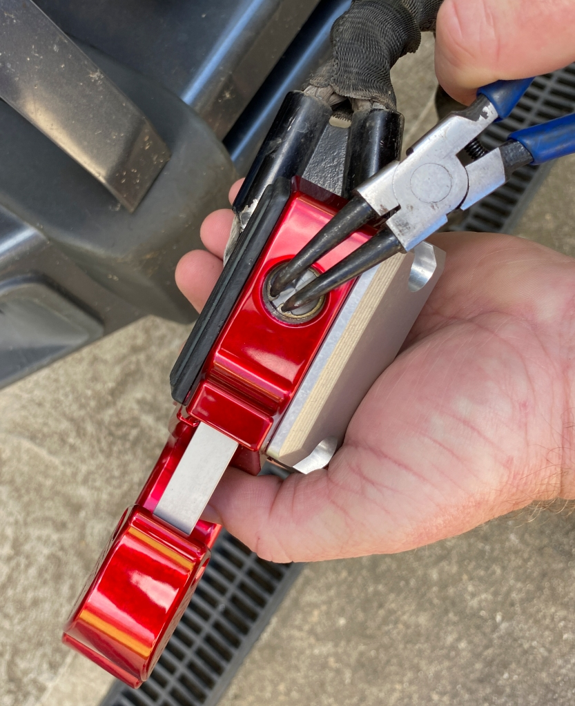 Circlip pliers help when inserting the snap ring